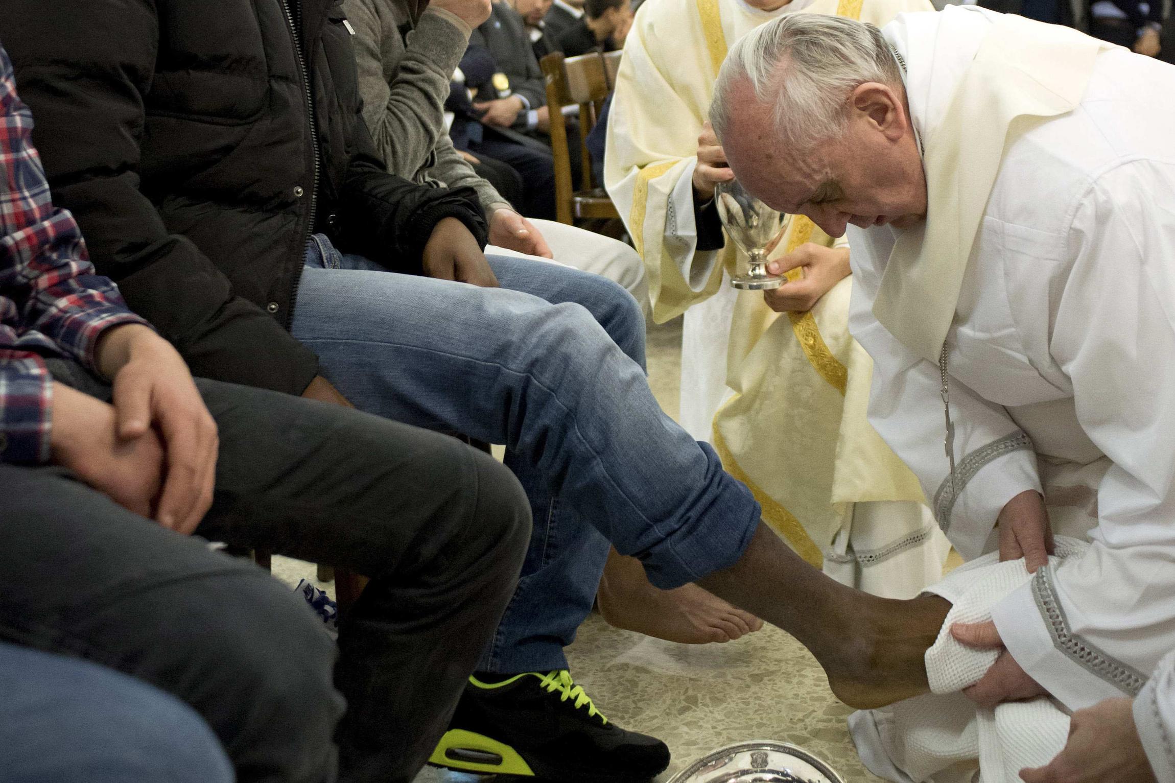 François a changé le rituel du lavement des pieds