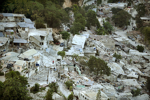 640px-Earthquake_damage_in_Port-au-Prince_2010-01-15