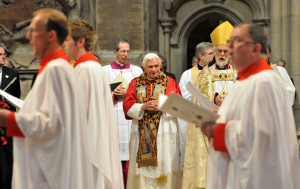POPE SEEN IN WESTMINSTER ABBEY AS CHOIR SINGS IN 2010