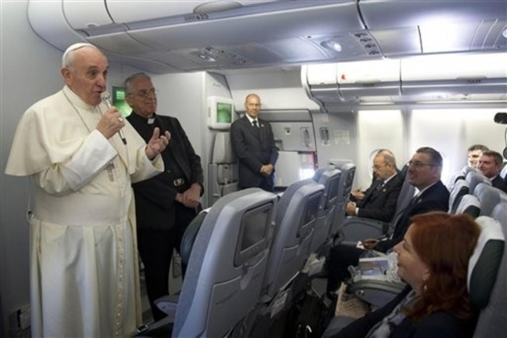 Ce-que-le-pape-Francois-a-dit-aux-journalistes-dans-l-avion_article_popin
