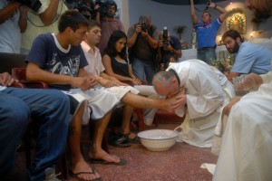 Pope Francis, as cardinal of Buenos Aires, Argentina, washes feet of shelter residents during 2008 Mass at church in Buenos Aires