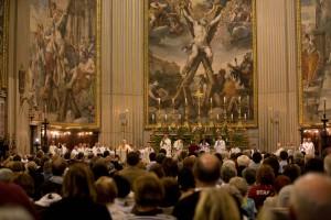 L'église Sant'Andrea della Valle était remplie à capacité pour la messe présidée par le cardinal Jean-Claude Turcotte le 18 octobre 2010. Photo: Steven Scardina