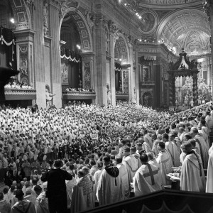 POPE JOHN XXIII CARRIED ON CHAIR DURING OPENING SESSION OF SECOND VATICAN COUNCIL