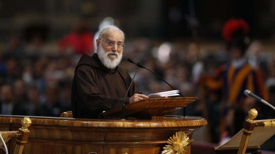 Prédication du P. Raniero Cantalamessa lors de l'Office du Vendredi saint